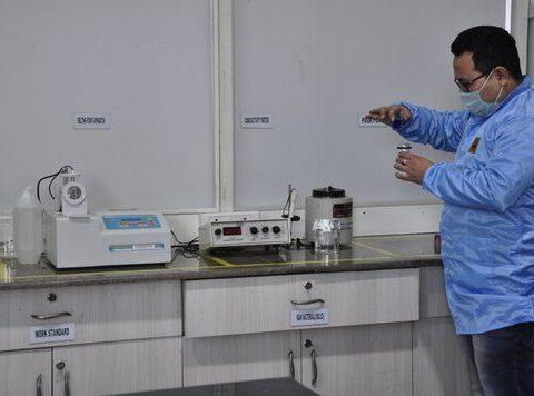 Perfume analysis using conductivity meter