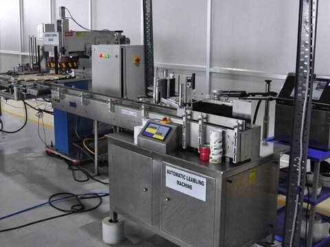 Automatic labeling machine in the perfume laboratory